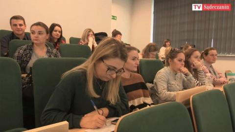 Igła i sesja. Jak sądecka PWSZ zachęcała studentów do szczepień na COVID-19