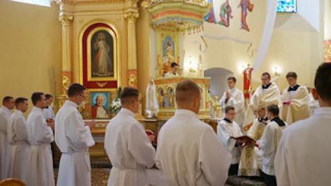 Diecezja Tarnowska ma piętnastu nowych diakonów. To był dla nich ważny dzień Diecezja Tarnowska ma piętnastu nowych diakonów. To był dla nich ważny dzień