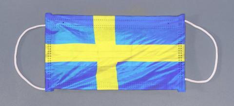 Szwecja na czas koronawirusa nie zamyka ludzi w domach. I tak w nich siedzą