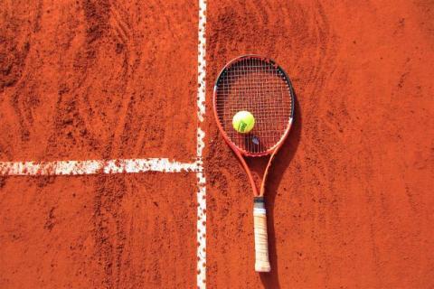 Tenis w czasach epidemii. Czy trzeba grać w maseczce? Ile osób na korcie?