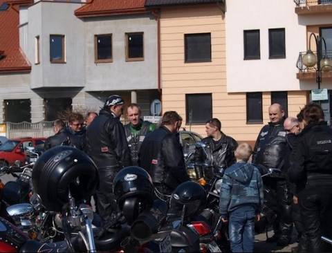 Harleyowcy z Nowego Sącza pomagali Polakom na Ukrainie