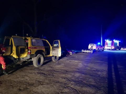 Tropie: Mężczyzna spadł ze skarpy, do akcji ratowniczej konieczna była łódź