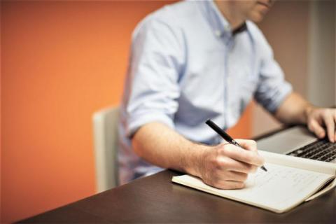 Twoja umowa zlecenie prawdopodobnie jest umową o pracę. Nie daj się oszukać