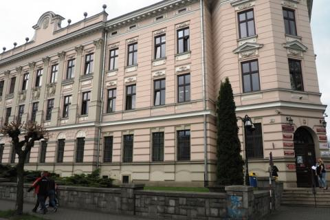 O co chodzi Sądeczanie przypuścili szturm  na 14 mln w urzędzie marszałkowskim