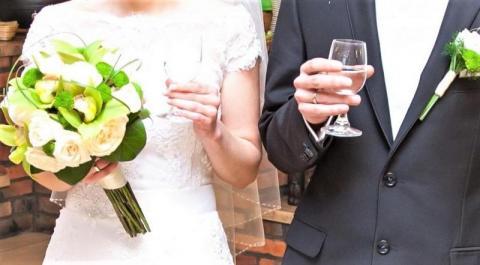 Koronawirus a wesele. Odwołać czy przełożyć? Niespodziewane zwroty akcji
