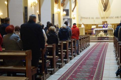 Jest duszpasterstwo rodzin, duszpasterstwo akademickie, duszpasterstwo ludzi pracy., katolicy chcą kontaktu z duchownymi i modlitwy w sprawach ściśle związanych z własnym, określonym środowiskiem. Czy taka potrzebę mają również sądeccy przedsiębiorcy