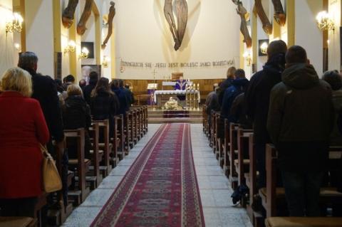 W mszach może uczestniczyć nie więcej niż 50 osób. Episkopat wydał komunikat