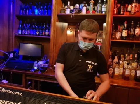 Mają dość lockdownu. Otworzyli pub w Nowym Sączu. Wymyślili, jak to obejść