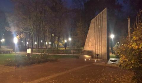 Święto Niepodległości w Grybowie. Tablica i ziemia z Katynia