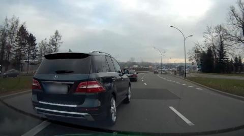 Najpierw zajechał drogę Mercedesem, a potem zwyklinał kierowcę. Zobaczcie sami