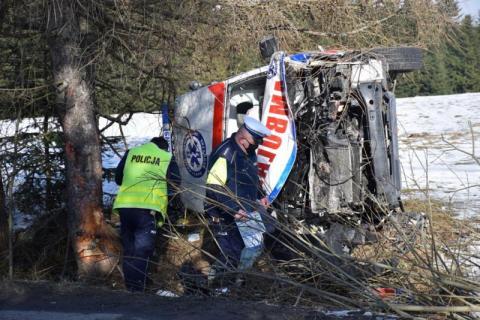 Dramatyczny wypadek karetki koło Krynicy. Policja ujawnia szokujące fakty