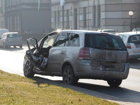 Wypadek koło kościoła kolejowego. Droga jest zablokowana [FILM, ZDJĘCIA]