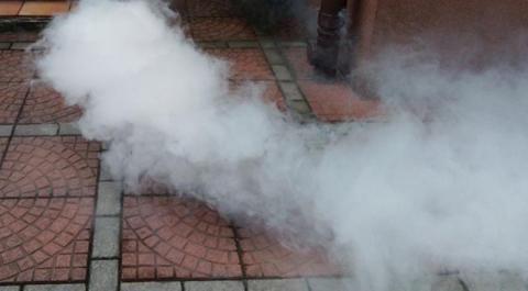 Jak sądeckie wodociągi tropią oszustów na… puszczanie dymu jak na koncercie