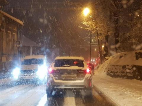 Będzie noc ze śnieżycą. I znowu szykuje się hardcore na drogach