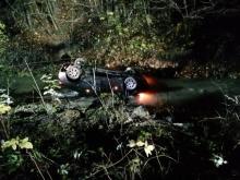 To cud, że przeżył taki wypadek. Jego samochód wpadł do rzeki