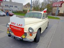 Nie można maszerować? Oni uczcili Dzień Niepodległości w swoich samochodach!