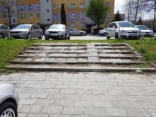 Schody prosto na ortopedię. Na osiedlu Wojska Polskiego doczekają się remontu?