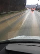 Zamiast jezdni błotniska ślizgawka, tak się buduje nowy most w Kurowie