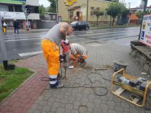 Nowy Sącz: nie trzeba SIM i jej prezesów, by naprawić od ręki zepsutą ulicę