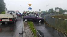 Złe warunki na drogach, brawura kierowców i nieszczęście gotowe. Kolizja na rondzie przy obwodnicy Podegrodzia