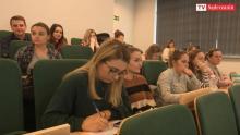 Pielęgniarki kształcą się w Polsce tylko po to, by wyjechać za granicę? [WIDEO]