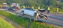 Zderzenie trzech aut na DK 28. Śmigłowiec LPR zabrał rannego [ZDJĘCIA/WIDEO]