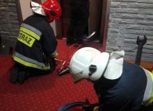 Nocny dramat w ryterskim hotelu. Zatrzasnęli się w windzie na czwartym piętrze