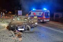 Wypadek w Starym Sączu: auto nadaje się na złom. To cud, że nikt nie zginął