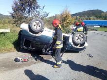 Dwa samochody rozbite, jeden leżał na dachu. A co z ludźmi?