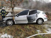 Samochód zapalił się w trakcie jazdy. Kierowca zdążył wysiąść