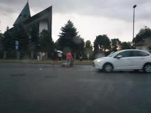 Dramat na przejściu dla pieszych obok kościoła. Auto potrąciło starszą kobietę