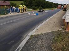 Dramatyczny wypadek w Laskowej. Nieprzytomny motocyklista trafił do szpitala