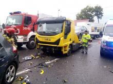 Wypadek na ul. Królowej Jadwigi. Osobówka zderzyła się z lawetą [ZDJĘCIA]