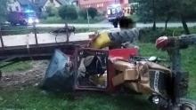 Przewrócił się ciągnik z przyczepą. Ranny traktorzysta trafił do szpitala