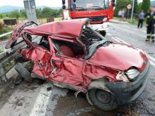 Wypadkowe domino Maszkowicach: kierowca fiata seicento wyleciał przez okno! Cudem przeżył. Potem autobus dziećmi wypadł z drogi i zderzyły się trzy auta [ZDJĘCIA]