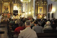 Borykasz się z samotnością? Przyjdź na mszę dla osób żyjących w pojedynkę
