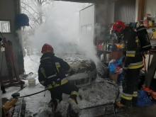 Pożar przy ul. Librantowskiej w Nowym Sączu. Palił się samochód [ZDJĘCIA]