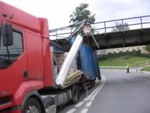ciężarówka pod wiaduktem ul. Węgierska
