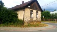Stary dom na skrzyżowaniu