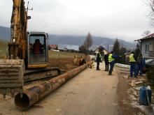 Uwaga! Objazdy w Świniarsku, bo ciągle budują sieć kanalizacyjną