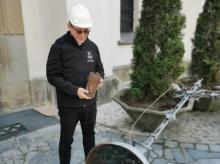 Niesamowite! Podczas remontu bazyliki, pod krzyżem znaleźli kapsułę czasu