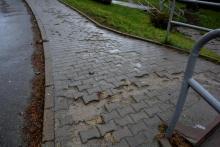 Dziurawy chodnik na ulicy Kopernika