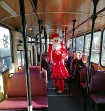 Św. Mikołaj w sądeckim autobusie! Niespodzianki dla małych i dużych