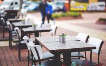 Hotele i restauracje na majówkę będą zamknięte. Czy otworzą nam piwne ogródki?