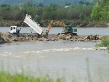 Chełmiec/Świniarsko: wał powodziowy zagrożony a 10 mln na naprawę ciągle nie ma?