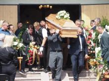 Tłumy ludzi. Florynka żegnała ze łzami sąsiadkę zamordowana przez syna [ZDJĘCIA]