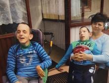 Pomóżmy wybudować dom dla pani Teresy i jej niepełnosprawnych bliźniaków