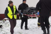 Makabryczne odkrycie w Moszczenicy. Zwłoki mężczyzny przysypane śniegiem