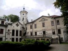 Wycinają drzewa! Co się dzieje z parkiem wokół pałacu Stadnickich?