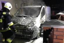 Samochód stanął w płomieniach. Pojazd nadaje się na złom [ZDJĘCIA]